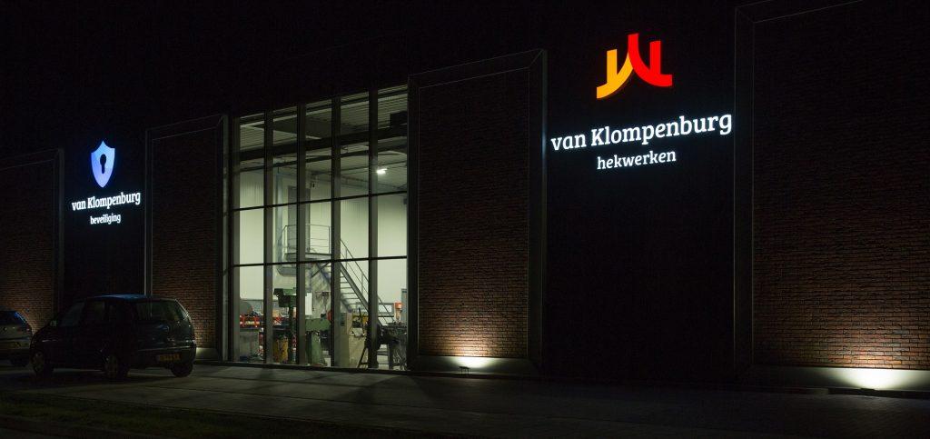 Verlichte lichtbak | Van Klompenburg Hekwerken & Beveiliging