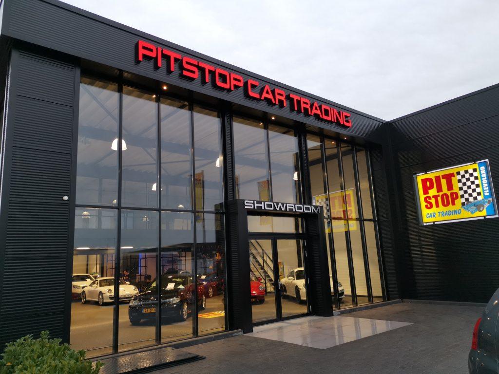 Verlichte gevelletters | Pitstop Car Trading